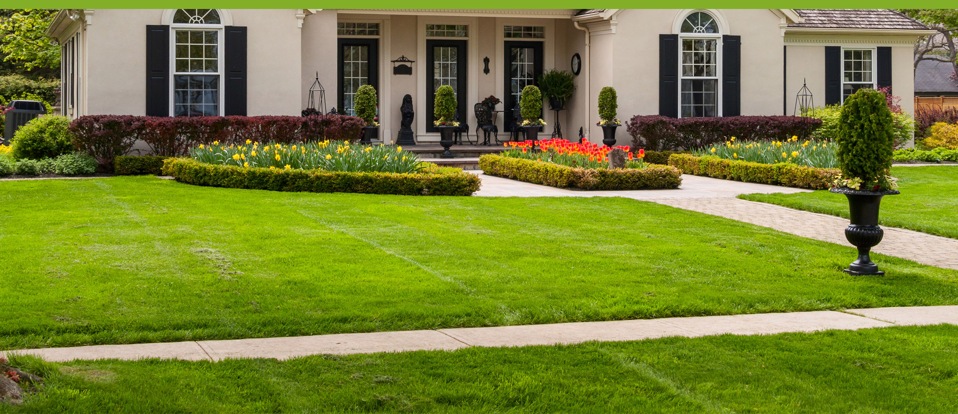 38 Homes That Turned Their Front Lawns Into Beautiful: Lawn Maintenance / Tree Work / Snow Removal